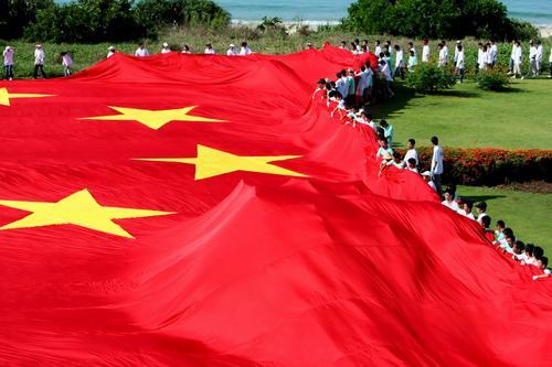 图文-展巨幅国旗为奥运加油 五星红旗如此夺目