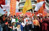 图文-拉萨青年为北京奥运加油 在拉萨市北京中路