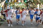 图文-2008年奥运会火炬在三亚传递 火炬手牛未冬