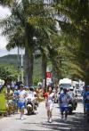 图文-北京奥运会火炬在海南万宁传递 夹道欢迎圣火