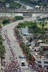 图文-2008北京奥运圣火在海口传递 声势浩大