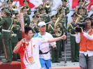 图文-北京奥运圣火在广州传递 你们是最棒的