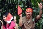 图文-北京奥运圣火在广州传递 中国加油!奥运加油