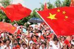 图文-北京奥运圣火深圳站传递 五星红旗飘啊飘
