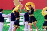 图文-奥运圣火在惠州传递 起跑仪式现场歌舞表演