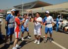 图文-北京奥运圣火在厦门传递交接仪式兴奋而隆重