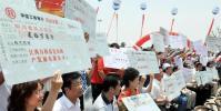 图文-北京奥运圣火在南昌传递 奥运圣火传递爱心