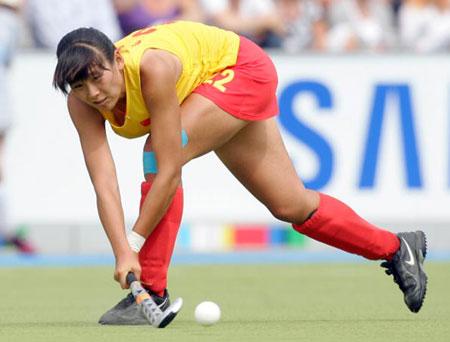 图文-女曲冠军杯赛中国0-2德国宋清龄瞅准来球