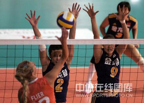 图文-瑞士女排精英赛中国3-0荷兰 双人拦死弗里尔