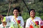图文-北京奥运圣火在太原传递 身着传统特色服装