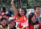 图文-北京奥运圣火在太原传递 头上国旗分外显眼