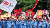 图文-北京奥运圣火在太原传递 热情群众井然有序