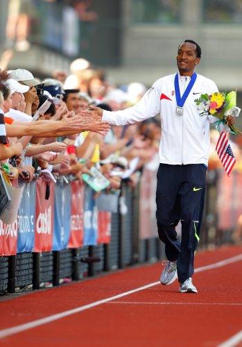 图文-美国奥运田径选拔赛第二日 奎因雷接受祝贺