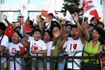 图文-奥运圣火齐齐哈尔传递 沿途群众热情观看传递