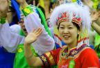 图文-北京奥运圣火在沈阳传递 演员身着艳丽