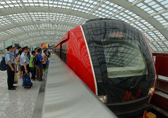 图文-体验北京地铁奥运支线 机场快轨现代外观
