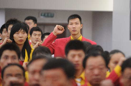 图文-北京奥运会中国代表团成立 易建联充满信心
