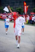 图文-北京奥运圣火在开封传递 告诉大家你是最棒的