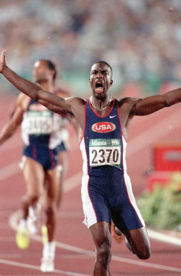 图文-奥运史上的难忘瞬间 迈克尔-约翰逊连夺两金