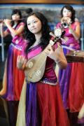 图文-青岛奥运村凸显中国元素 表演乐曲《茉莉花》