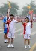 图文:(奥运火炬)(25)奥运圣火在安阳传递