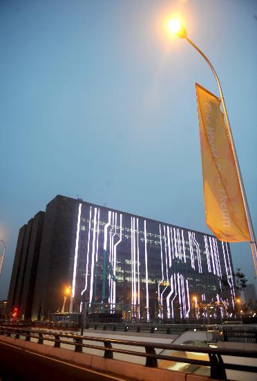 图文-数字北京大厦展示线条美 灯光勾勒优美图画