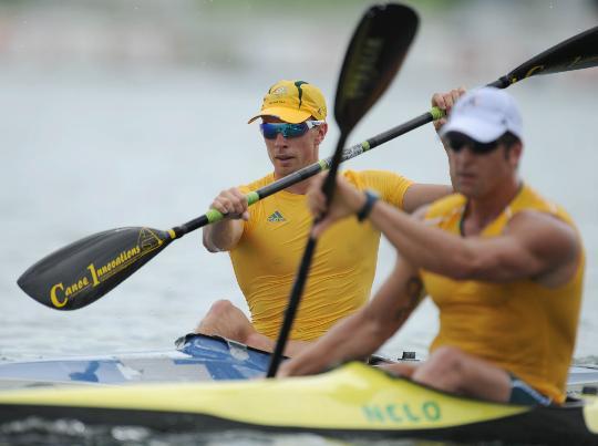 图文-外国皮划艇选手顺义试水 双人比赛配合默契