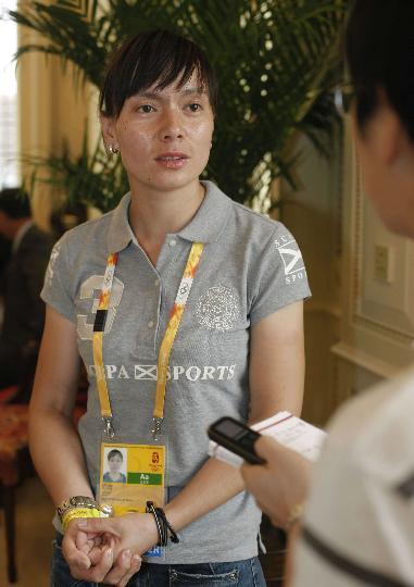 图文-访中国奥运马术选手刘丽娜 接受记者采访