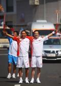 图文-奥运圣火继续在天津传递 戴长志与杨军合影
