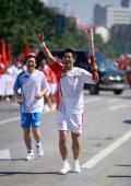 图文:(奥运火炬)(69)奥运圣火继续在天津传递