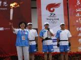 图文-奥运圣火在四川广安传递 祥云终于来到这里