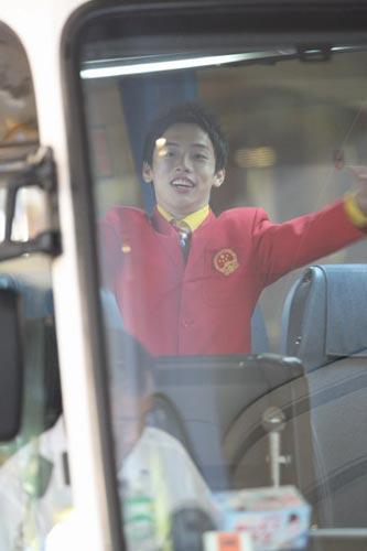 图文-中国63北京奥运冠军抵港 奥运多金王邹凯