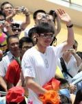 图文-奥运冠军畅游香港海洋公园 帅哥仲满很受欢迎