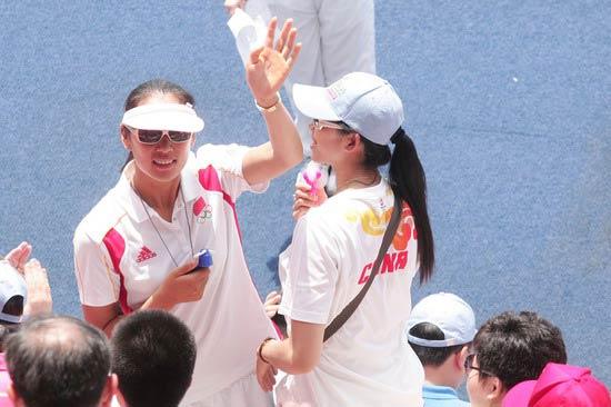 图文-奥运冠军游香港海洋公园 看得出来是谁吗
