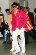 图文-内地奥运冠军代表团抵达澳门 林丹闪耀登场