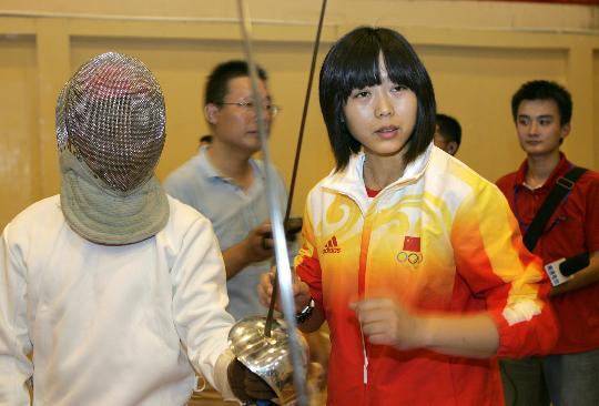 图文-返乡奥运健儿受到热烈欢迎包盈盈指导队员