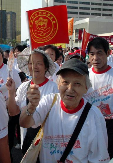 图文-澳门市民欢乐跑贺国庆白发老人健身迎国庆