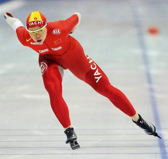 图文-速滑全国联赛女子1000米邢爱华在比赛中