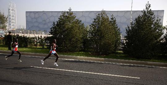 图文-北京国际马拉松赛赛况肯尼亚人哥俩好