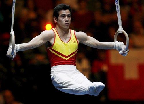 图文-瑞士杯体操赛何宁吕博夺冠吕博吊环显功力