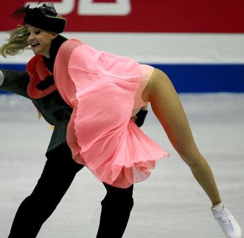 图文-花滑总决赛冰舞创编舞多姆妮娜疑似走光