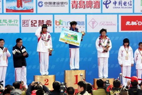 图文-2009年厦门国际马拉松赛中国陈荣女子组夺冠