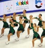 图文-[大冬会]花样滑冰队列滑12人整齐拐弯
