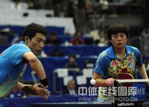 图文-世乒赛混双第四轮李平诡异击球搭档暗赞