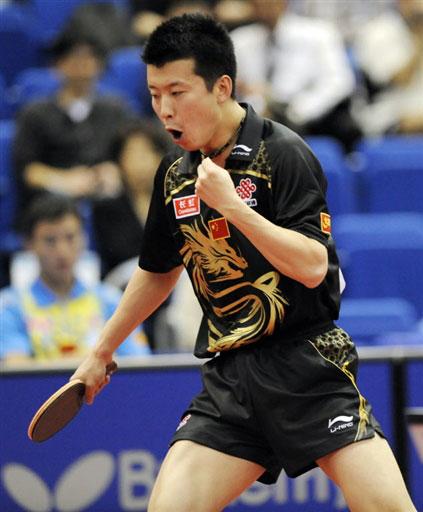 图文-世乒赛男单16强激战张超握拳庆祝得分