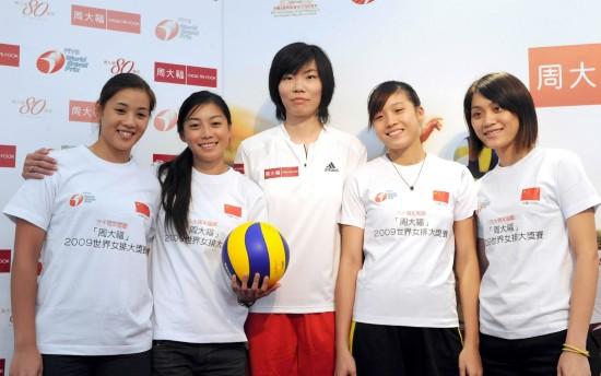 图文-世界女排大奖赛香港站发布会张萍和当地球员