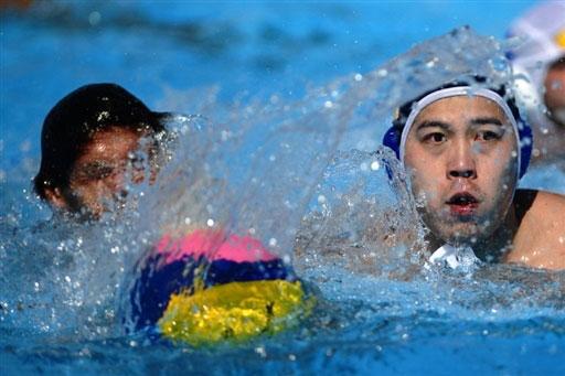 图文-游泳世锦赛中国男子水球首胜王贝铭争抢