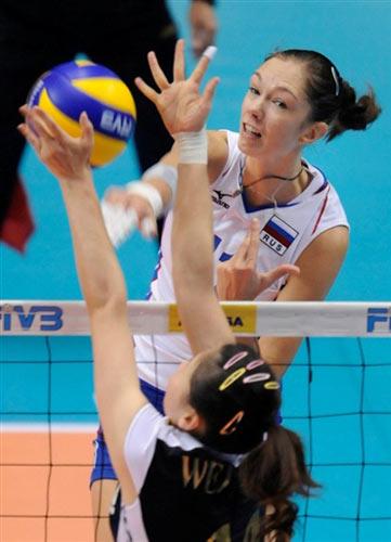 图文-中国女排1-3负俄罗斯遭遇三连败加莫娃重扣