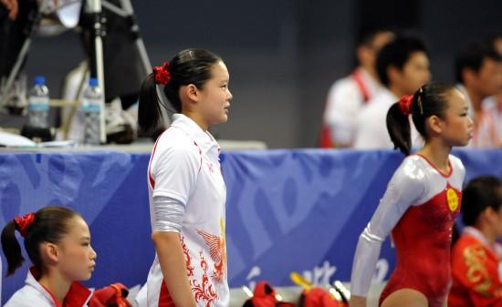 图文-全运会女子团体资格赛战报程菲为队友加油