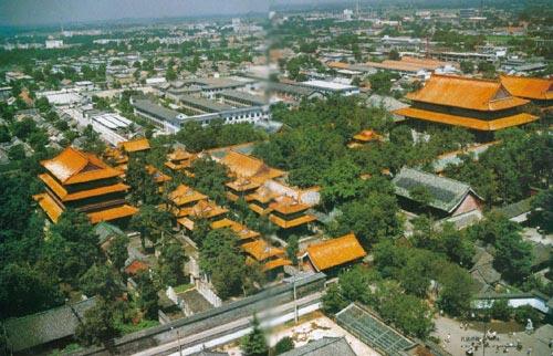 庙内还存有两汉以来的历代碑碣一千余块,是历史,文化,书法等研究的图片